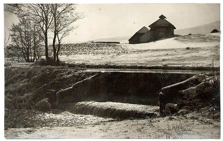 Cjhelna Chlum - pohled od jezu