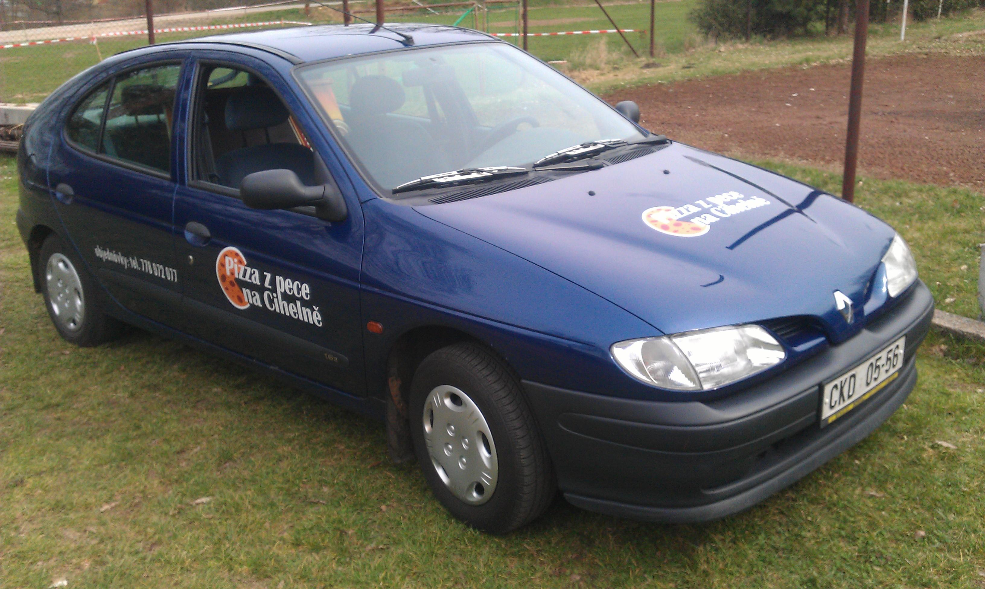 Renault s polepem